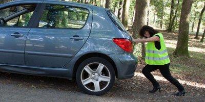7 mẹo giúp phụ nữ lái xe một mình an toàn - Bảo dưỡng thường xuyên