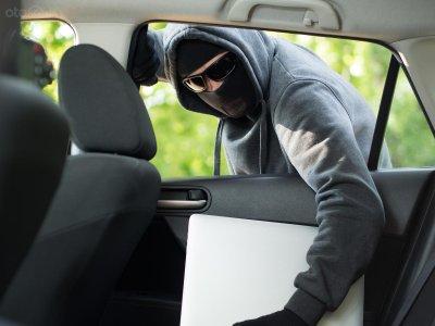 7 mẹo giúp phụ nữ lái xe một mình an toàn - Không nên trêu mắt kẻ gian