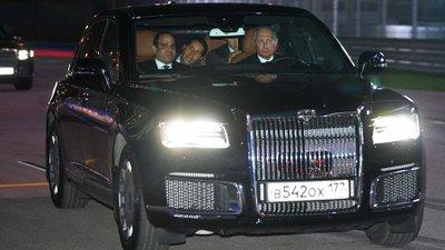 Tổng thống Putin tự lái Aurus