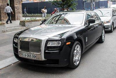 """""""Chộp"""" ngay ảnh Rolls-Royce Ghost của nhà chồng Tăng Thanh Hà tái xuất trên phố4a"""