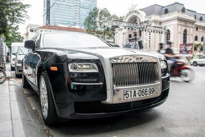 """""""Chộp"""" ngay ảnh Rolls-Royce Ghost của nhà chồng Tăng Thanh Hà tái xuất trên phố3a"""