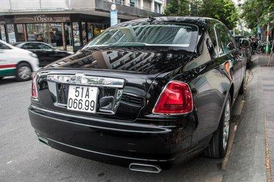 """""""Chộp"""" ngay ảnh Rolls-Royce Ghost của nhà chồng Tăng Thanh Hà tái xuất trên phố6a"""