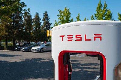 Bán xe ế, Tesla bắt đầu giảm bớt lãnh đạo nội bộ.