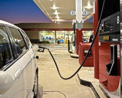 10 hiểu lầm tai hại về bảo trì ô tô - Đổ xăng được nhiều vào buổi sáng là sai