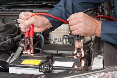 10 hiểu lầm tai hại về bảo trì ô tô - Ắc quy cần xe chạy đường dài để có thể sạc đầy