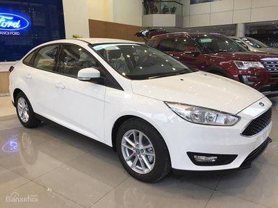 Ảnh chụp ngoại thất Ford Focus 2019 màu trắng