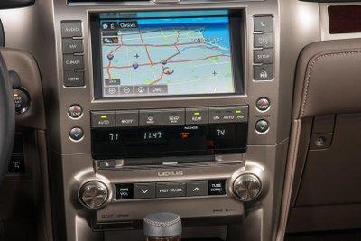 ết muốn bị chê, Lexus quay về với màn hình cảm ứng cũ a2.