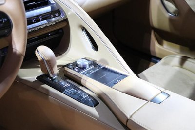 Hết muốn bị chê, Lexus quay về với màn hình cảm ứng cũ a3.