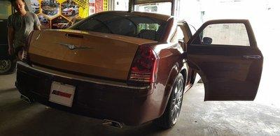 Thợ Việt biến Chrysler 300C Heritage Edition cũ thành Rolls-Royce Phantom sang chảnh a3