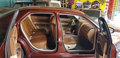 Thợ Việt biến Chrysler 300C Heritage Edition cũ thành Rolls-Royce Phantom sang chảnh a5