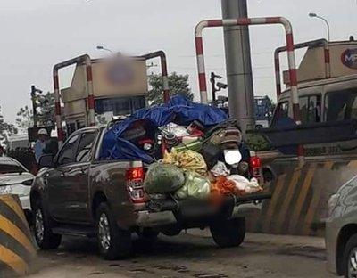 Những chiếc xe hơi chở cả quê hương