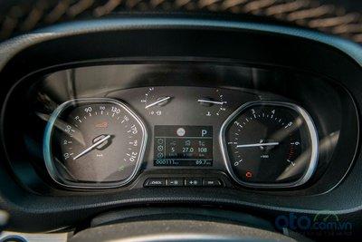 Màn hình 3,5 inch giúp người lái có thể nắm bắt thông tin vận hành xe, bạn có thể truy cập mọi thông tin của chiếc xe theo thời gian thực, như quãng đường đã đi, mức tiêu thụ nhiên liệu, nhắc nhở khi sắp đến kỳ hạn bảo dưỡng....