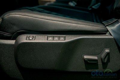 Ghế lái trên Peugeot Traveller Luxury và Premium được trang bị chỉnh điện có chức năng sấy và làm mát ghế, giúp cho người điều khiển phương tiện có tư thế ngồi thoải mái nhất và tầm quan sát tốt nhất.