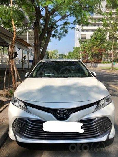 Toyota Camry 2019 chưa đăng kiểm, đi 900km đã rao bán với giá sốc a3