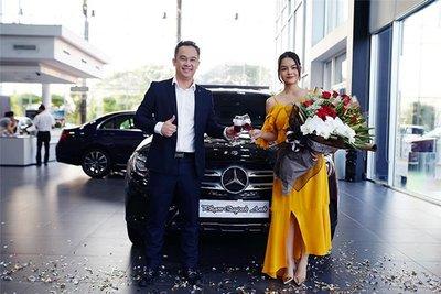 Mercedes-Benz GLC 250 mà Phạm Quỳnh Anh vừa mua có gì đặc biệt? a1