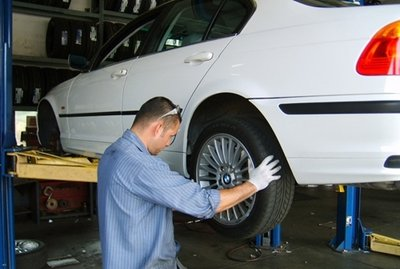 Đánh dấu vị trí các lốp xe để đề phòng trường hợp đảo lốp