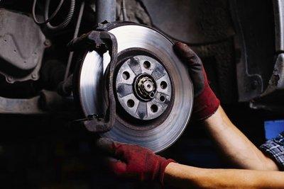 Có thể thay má phanh ô tô sau 3-5 năm liên tục sử dụng