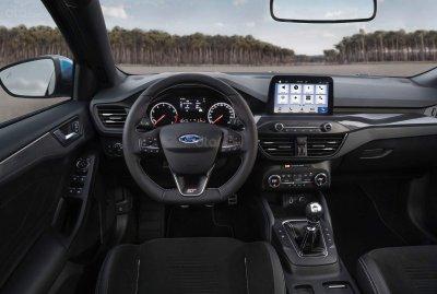 Ford Focus ST 2019 tiện nghi tích hợp công nghệ tân tiên