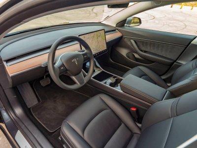 Nội thất xe Tesla Model 3 về Việt Nam a1