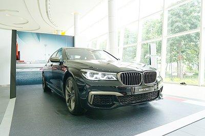 Những công nghệ giúp BMW M760Li xDrive vận hành mượt mà trên phố 1
