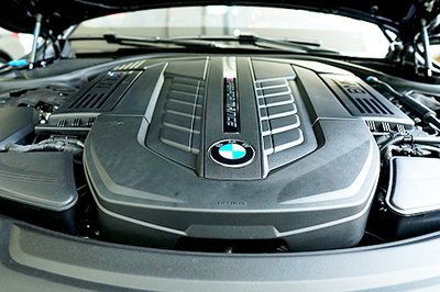 Những công nghệ giúp BMW M760Li xDrive vận hành mượt mà trên phố a3