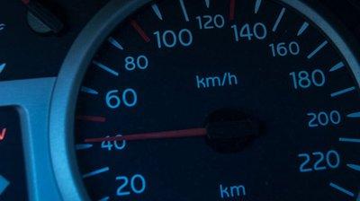 Lái xe chậm giúp tiết kiệm nhiên liệu? a1.