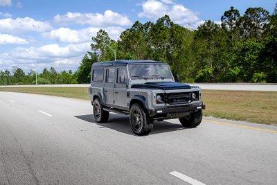 Ngắm chiếc Land Rover Defender mang sức mạnh Mỹ, nội thất đẳng cấp như siêu xe a7