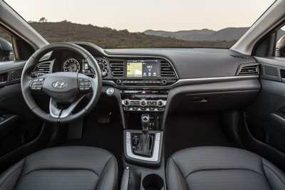 Cận cảnh Nội thất của Hyundai Elantra 2020