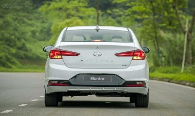 Đuôi xe Hyundai Elantra 2019...