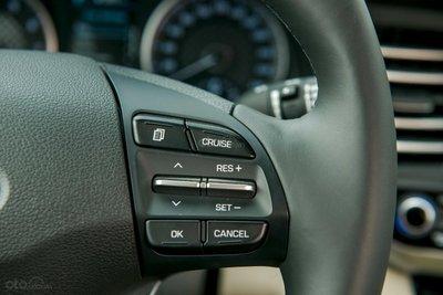 Nút bấm trên vô lăng Hyundai Elantra 2.0 2019...
