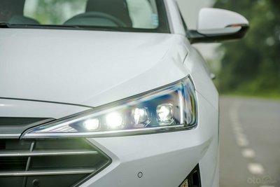 Đèn pha Hyundai Elantra 2019...