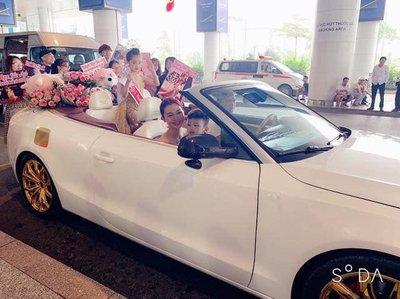 Bảo Anh - Hoa hậu hoàn vũ nhí 2019 được đón bằng siêu xe dát vàng khi trở về nước a1
