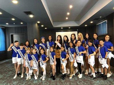 Bảo Anh - Hoa hậu hoàn vũ nhí 2019 được đón bằng siêu xe dát vàng khi trở về nước a6