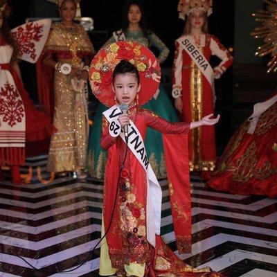 Bảo Anh - Hoa hậu hoàn vũ nhí 2019 được đón bằng siêu xe dát vàng khi trở về nước a4