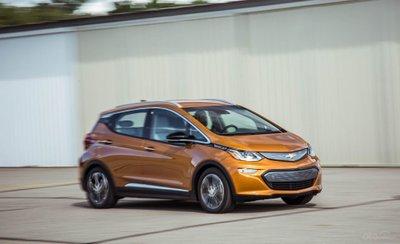Góc 3/4 đầu xe Chevrolet Bolt 2019