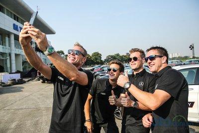 Đội ngũ HLV chuyên nghiệp của Mercedes-Benz.