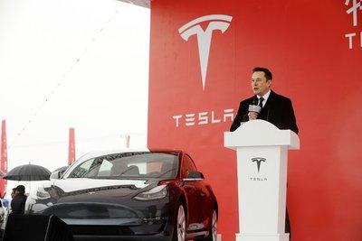 Tesla phải huy động thêm vốn vì thua lỗ.