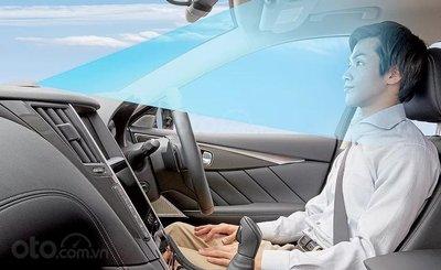 Tài xế ngồi trên xe Nissan không cần chạm tay vào vô-lăng