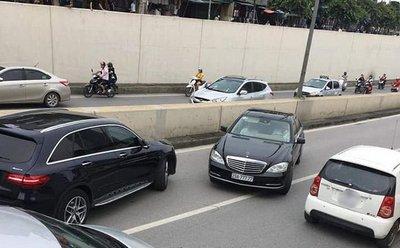 Ô tô chạy ngược chiều tại Việt Nam