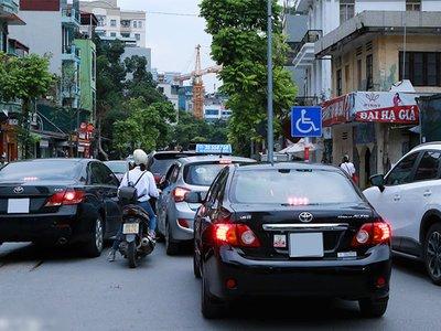 Ô tô đi sai làn đường tại Việt Nam