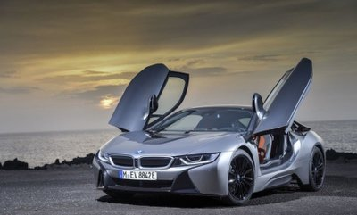 Đầu xe BMW i8.