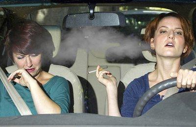 Hút thuốc lá trên xe hại sức khỏe và gây ra mùi hôi khó chịu.