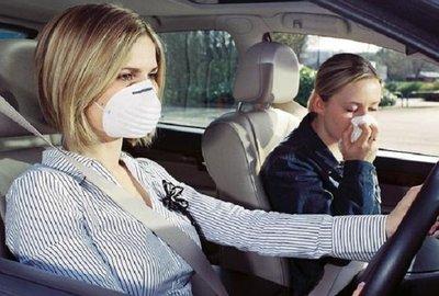 Mùi hôi trên xe ô tô khiến người sử dụng xe cảm thấy khó chịu.