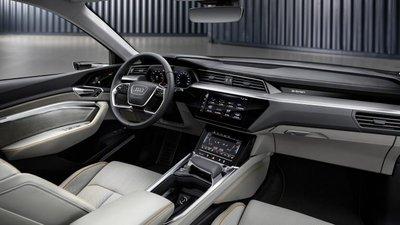 Audi E-Tron bất ngờ được trưng bày tại đại lý chính hãng ở Việt Nam a4