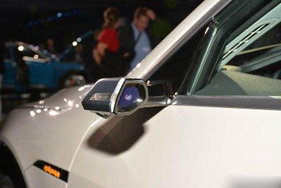 Audi E-Tron bất ngờ được trưng bày tại đại lý chính hãng ở Việt Nam a3