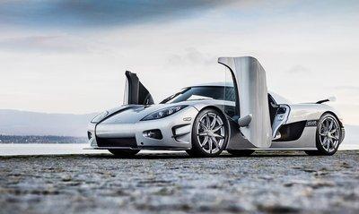 Koenigsegg CCXR Trevita trông như khoác áo kim cương dưới ánh nắng.
