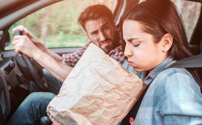 Những vật dụng tài xế nên chuẩn bị khi người thân có chứng say xe.