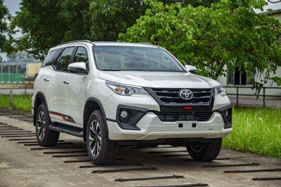 Toyota Fortuner 2019 bản lắp ráp trong nước chính thức ra mắt với bảng giá mới.
