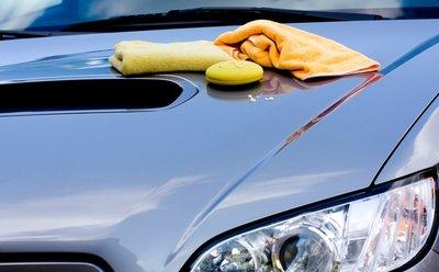 Sử dụng khăn mềm, sạch lau xung quanh vị trí bị trầy xước.