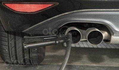 Áp luật khí thải ô tô vội vã khiến đại lý Trung Quốc thanh lý xe không kịp